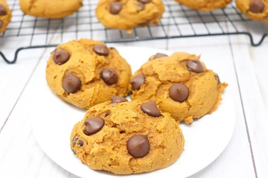 pumpkin spice chocolate chip cookies