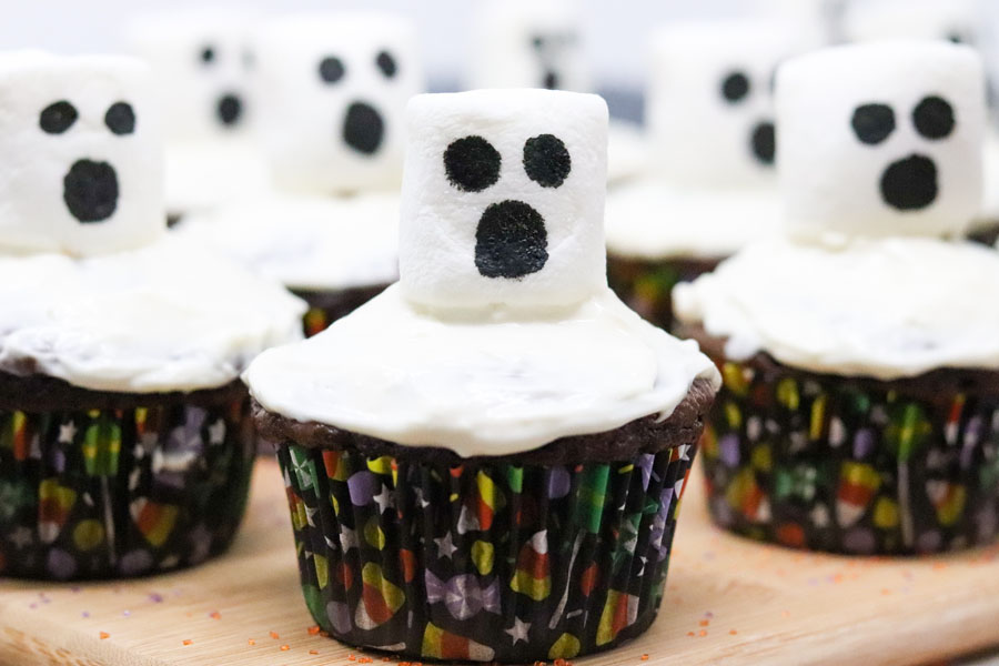 spooky halloween marshmallow ghost cupcakes